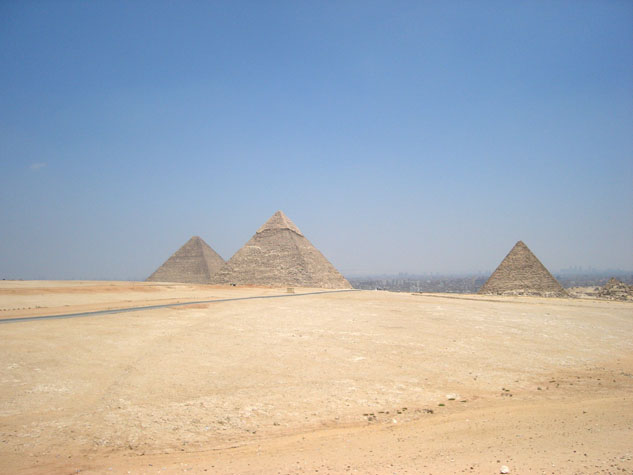 http://monami-travel.com/images/stories/gallery/cairo/3 pyramids.JPG