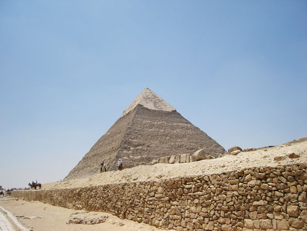 http://monami-travel.com/images/stories/gallery/cairo/pyramids2.JPG